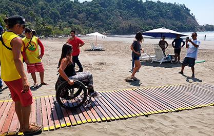 Plage amenagee pour les personnes handicapees