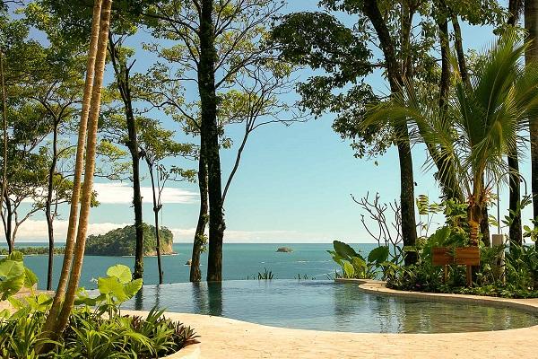 Hôtels Manuel Antonio Dominical piscine de l'hotel Arenas del mar