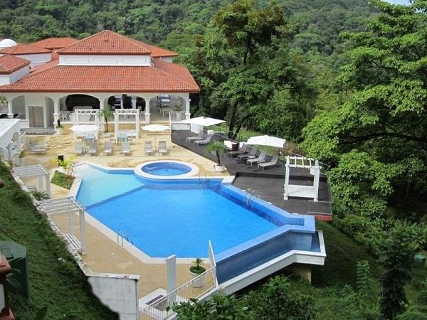 Piscine a l'hotel Shana Manuel Antonio pacifique central costa rica