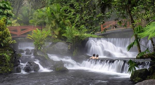 sources chaudes du rio Tabacon, volcan arenal Costa Rica