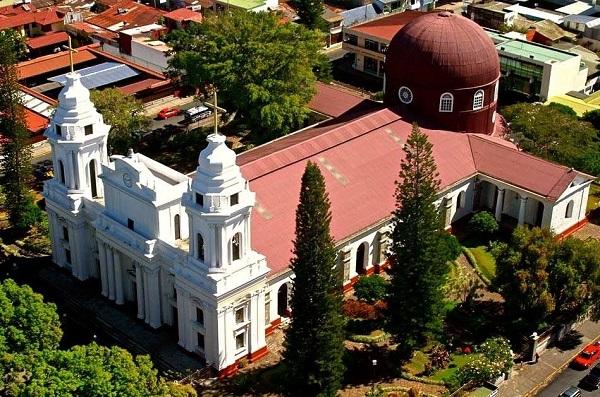 Les plus grandes villes du Costa Rica, Eglise de la ville de Alajuela