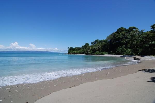 Plage de Matapalo, péninsule de Osa, côte Pacifique sud du Costa Rica.