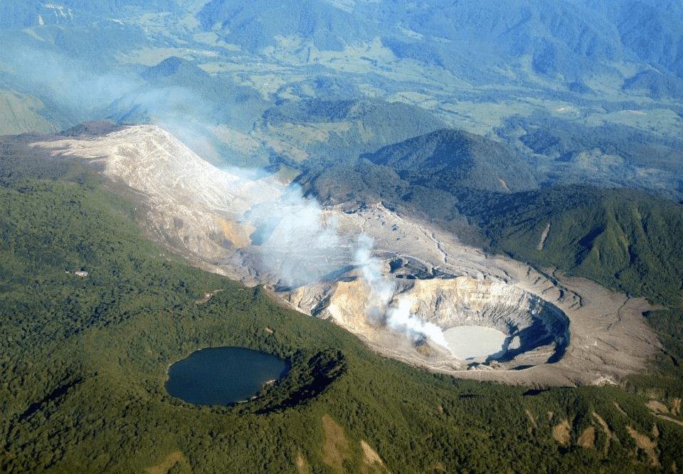 Activité des volcans du Costa Rica le 18 aout 2021.
