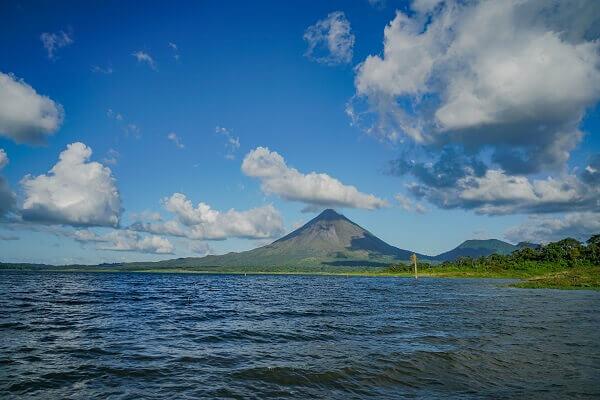 Le parc national du volcan Arenal, le lac et le volcan Arenal, partir au Costa Rica