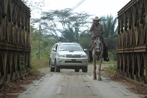 Les deux moyens de transports les plus utilisés au Costa Rica, les véhicules tout terrain et le cheval. Voyage sur mesure au Costa Rica