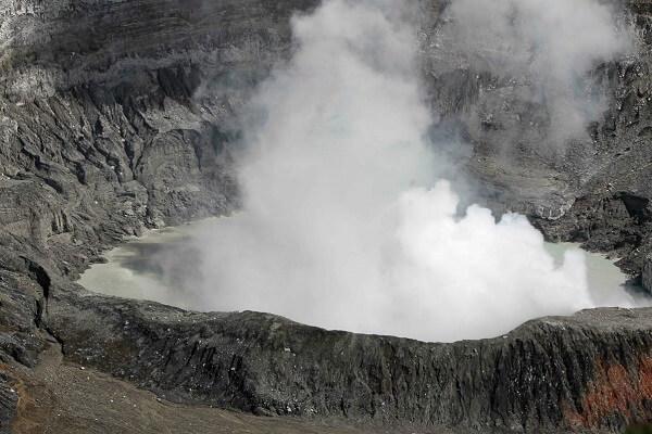 L'activité du volcan Poas, vallée centrale du Costa Rica, partir au Costa Rica